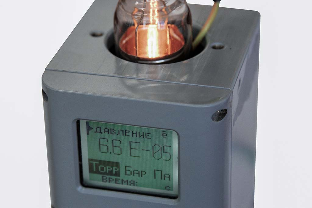 ionizing vacuum-gauge